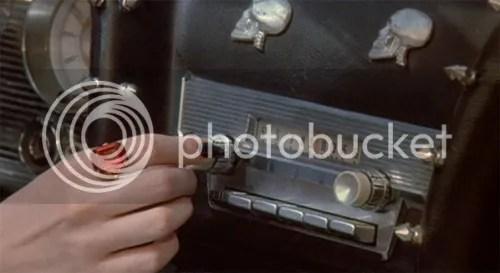 https://i2.wp.com/i869.photobucket.com/albums/ab252/ILOVEHOTDOGSBLOG/ELVIRA4.jpg