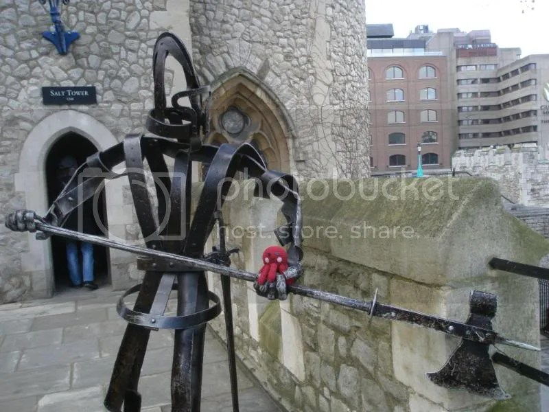Otto on a wire sculpture knight at the Tower of London.