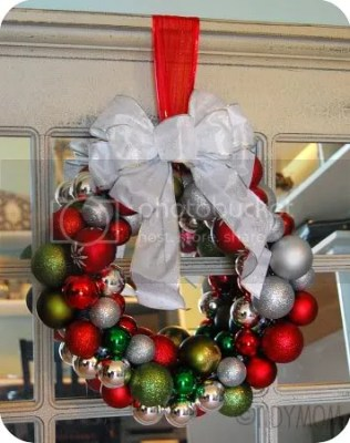 https://i2.wp.com/i88.photobucket.com/albums/k190/tidymom/my%20blog%20stuff/House/ornamentballwreath.jpg?resize=316%2C400