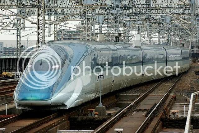 640px-Shinkansen_E954fastech360S_arrow-line.jpg