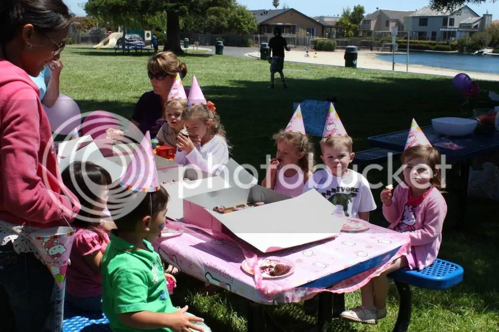 children's birthday party photo: Cupcake Time! CupcakeTime9.jpg