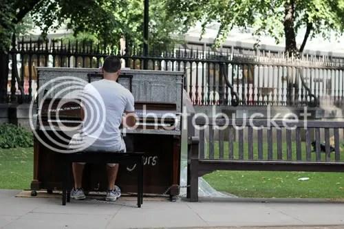 Street Piano London 2011 10