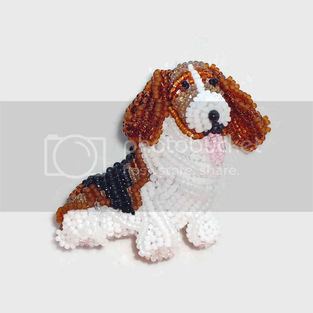 Beaded Basset Hound dog jewelry pin Bead embroidery etsy Amazon Handmade Boston artist free shipping