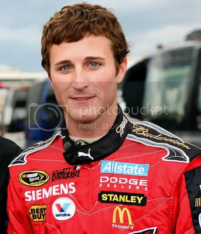 No one rocks blue eyes quite like Mr. Kahne. So dreamy!