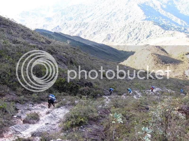 pendakian gunung tahan