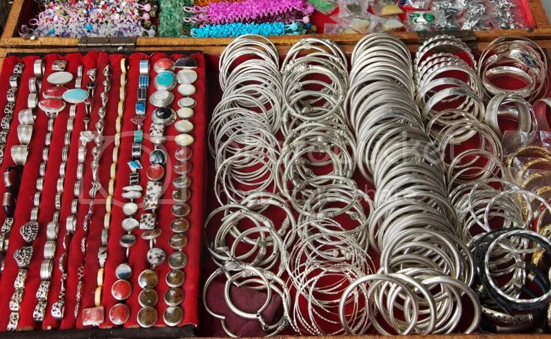 bangle,jewellery,rings,markets,silver,chrome,metal