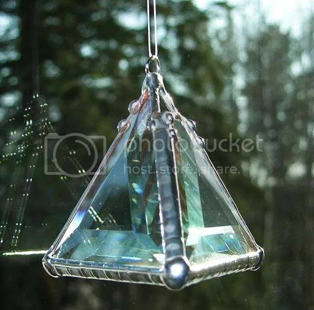 triangle,light,prism,pyramid,green