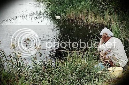 nenek tunggu ikan