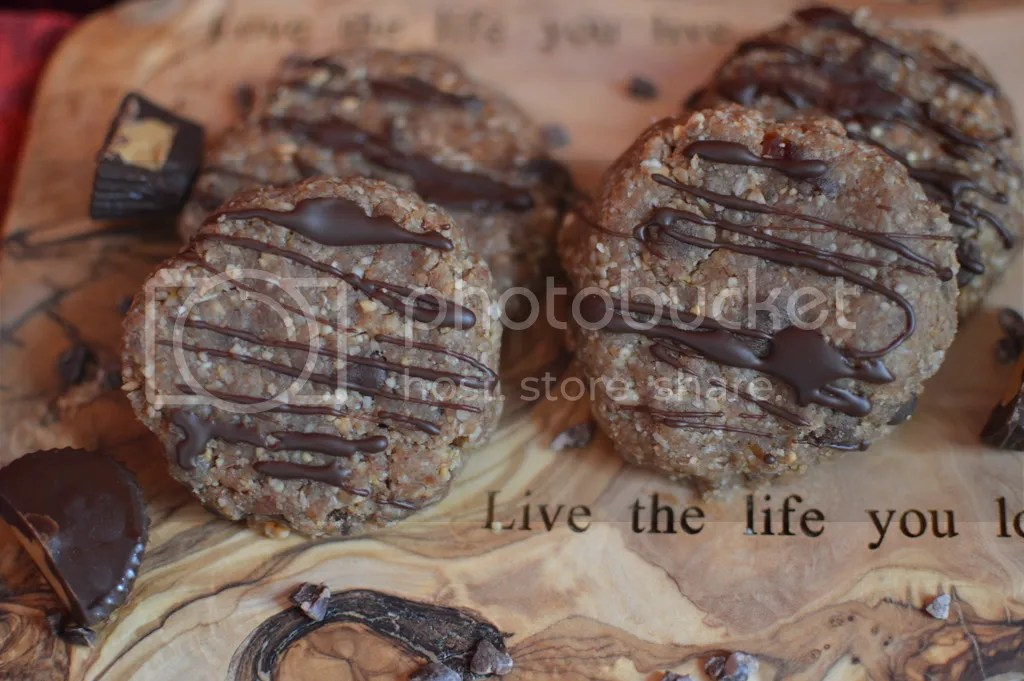 Raw peanut butter cup chocolate chip cookies, drizzled with raw chocolate.