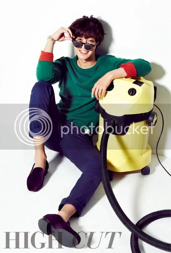 photo 31781-kim-hyun-joong-se-convierte-en-un-encantador-flor-boy-para-high-cut_zps80eb540a.jpg