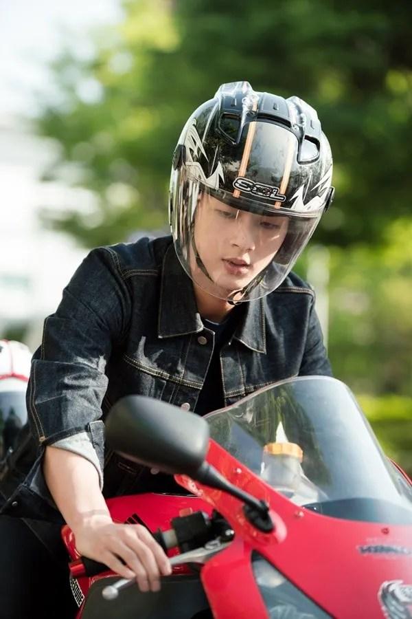 Ji Soo Is A Bad Boy Biker Crush To Park Shin Hye In Latest