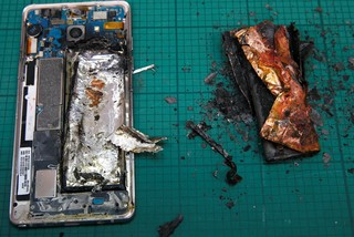 Note 7 prajit de propria baterie - sursa foto The Guardian