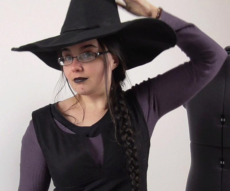 tutoriel vidéo pour coudre un chapeau de sorcière ou sorcier, adulter et enfant