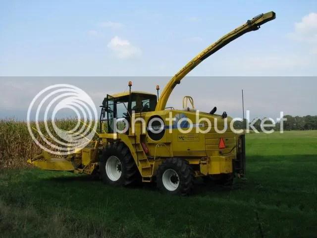 Loonbedrijf Wissink uit Buurse aan het mais hakselen met New Holland FX50