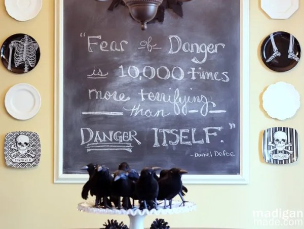 Halloween chalkboard quote and skull décor