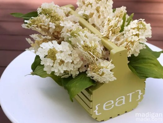 simple oak leaf hydrangea bouquet