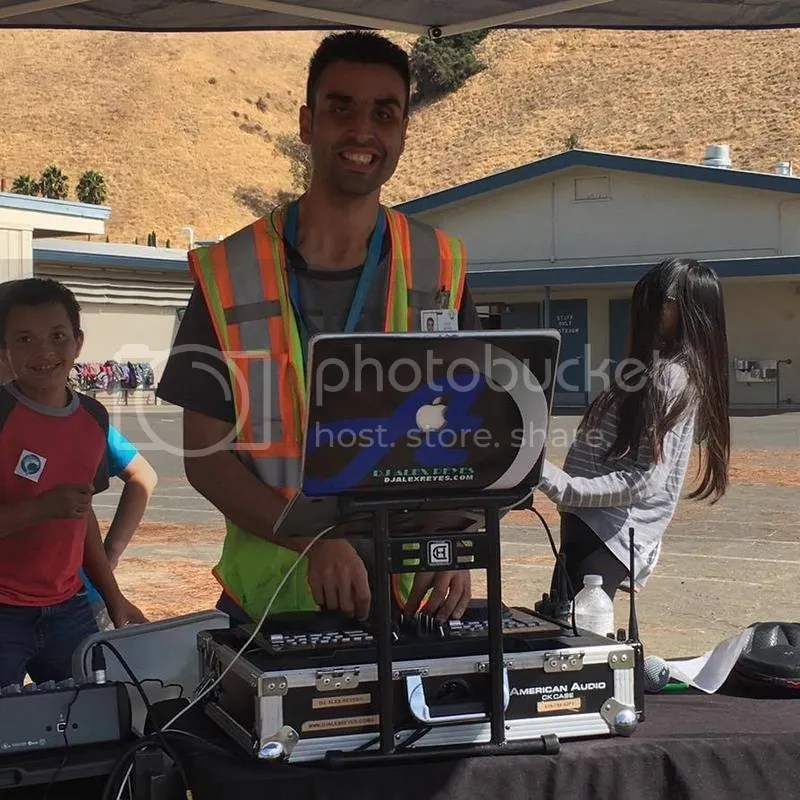 photo DJ Alex Reyes VM Dolphin Dash_zpseqnmvzb5.jpg
