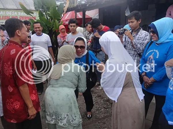 Ibu Nafsiah Dahlan Mengunjungi Desa Bahasa