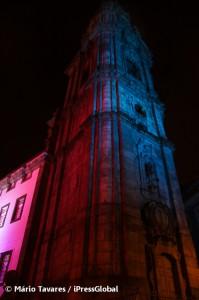Torre dos Clérigos iluminada com as cores do Natal