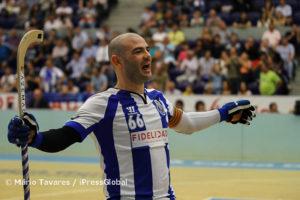Reinaldo Ventura festeja o seu último golo de Dragão ao peito
