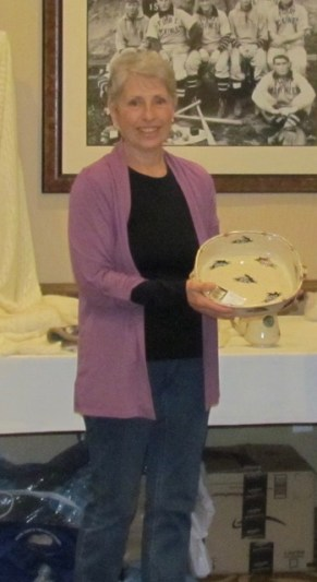 Penny Rice accepting the award for Best Wool, 2017 AGM (Hillside's Markus, 1888 g/an.)