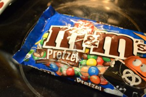 Giant Peanut Butter Pretzel M&M cookies_02