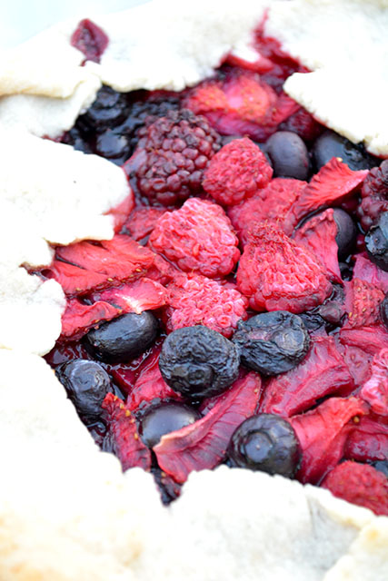 Mixed Berry Rustic Pie_05