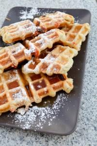 Guava & Cream Cheese Puffle Waffle