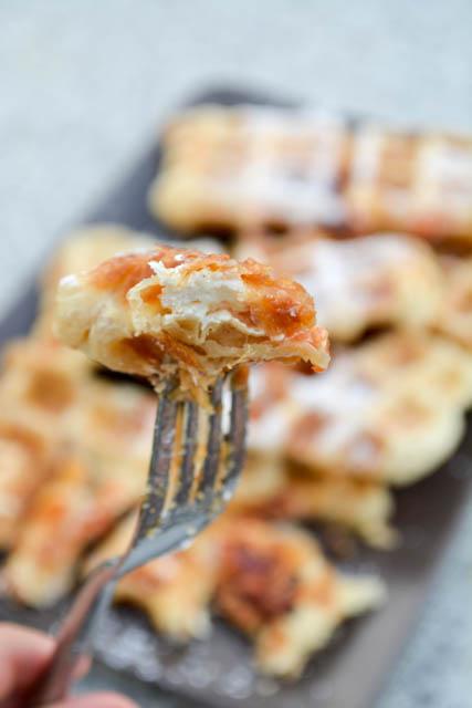 Guava & Cream Cheese Puffle Waffle-4