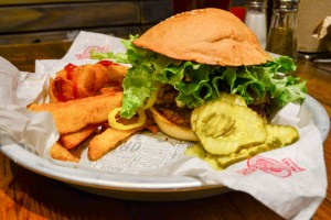 Fuddruckers Burger Review-14