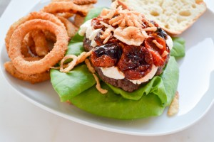 Mega Burger with Goat Cheese and Slow Roasted Tomatoes_03