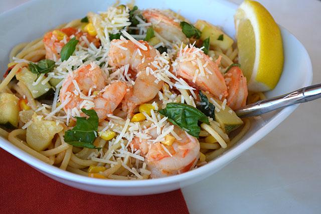 pasta-with-shrimp-corn-tomatoes-and-zucchini_01
