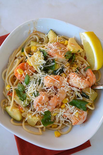 pasta-with-shrimp-corn-tomatoes-and-zucchini_02