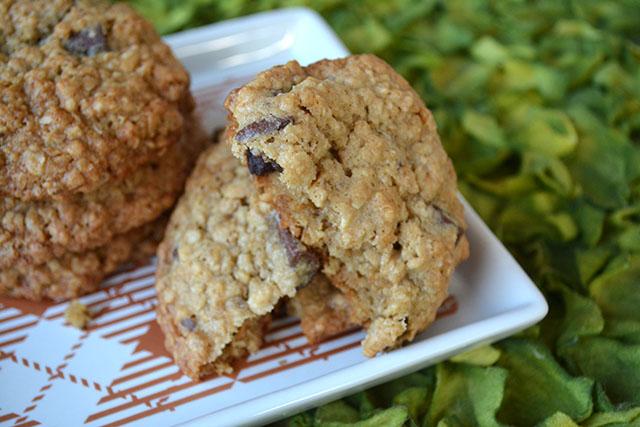 chocolate-chunk-oatmeal-crunch-cookies_04