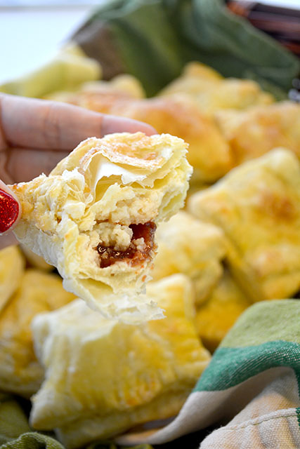 guava-and-cream-cheese-turnovers-guava-pastelillos