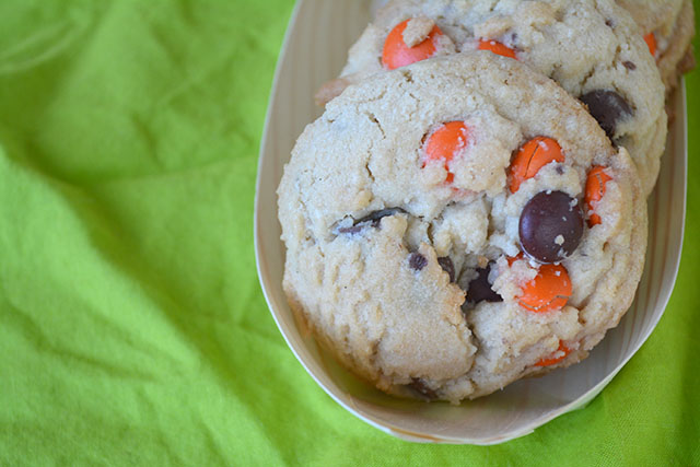 reeses-pieces-chocolate-chip-cookies_03