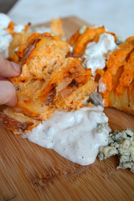 cheesy-buffalo-chicken-stuffed-bread_04