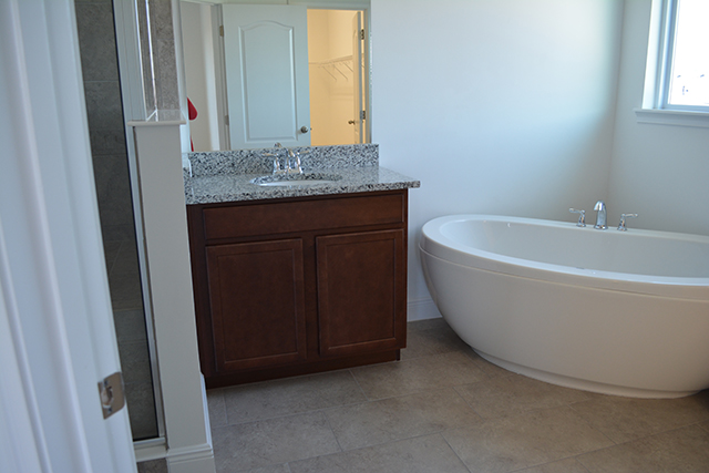 taggart-house_master-bathroom_1