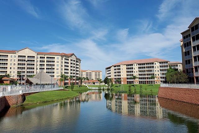 centrally located lake that the westgate tower resort in FL