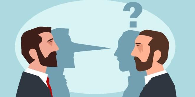 اثنين يتحدثون لبعض