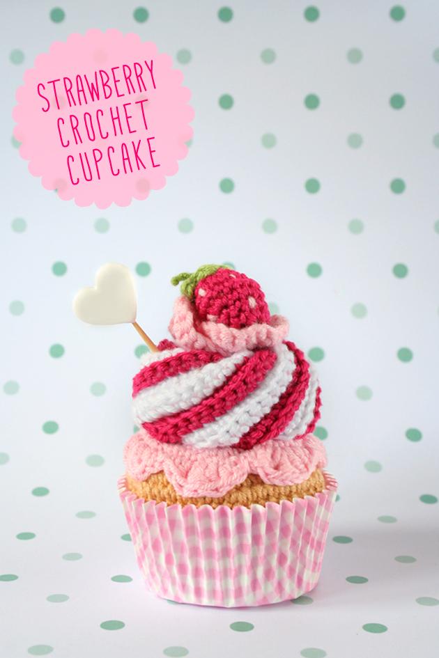 "Strawberry crochet cupcake, visto en ""I am a Mess Blog"""