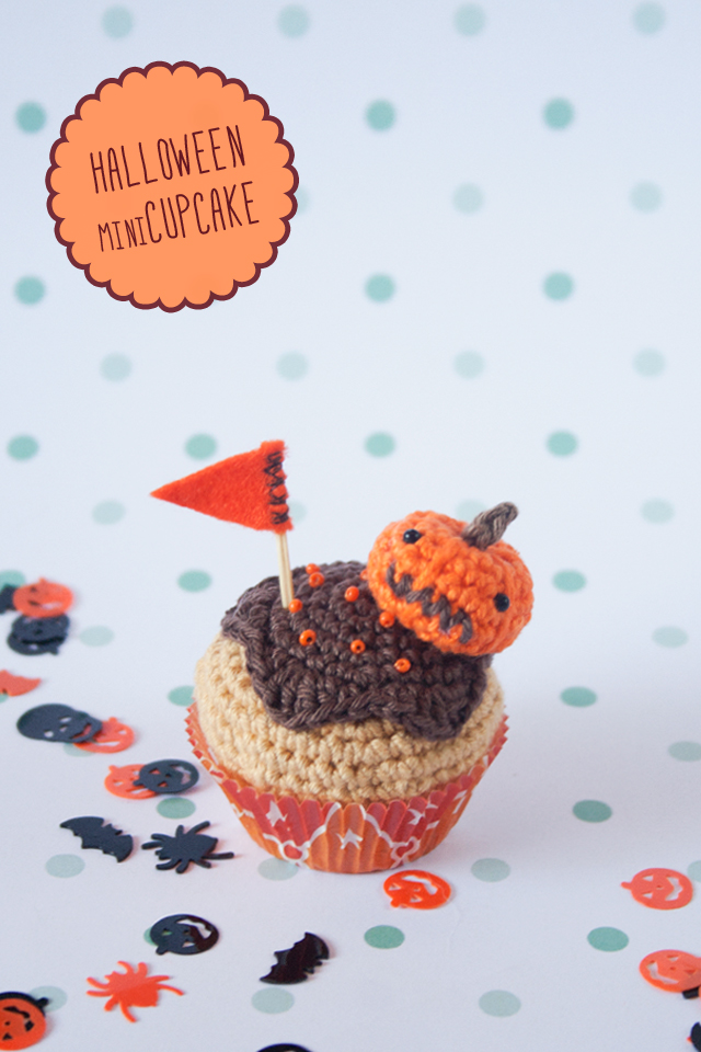 cupcake de calabaza tejido a ganchillo, visto en IamaMess blog