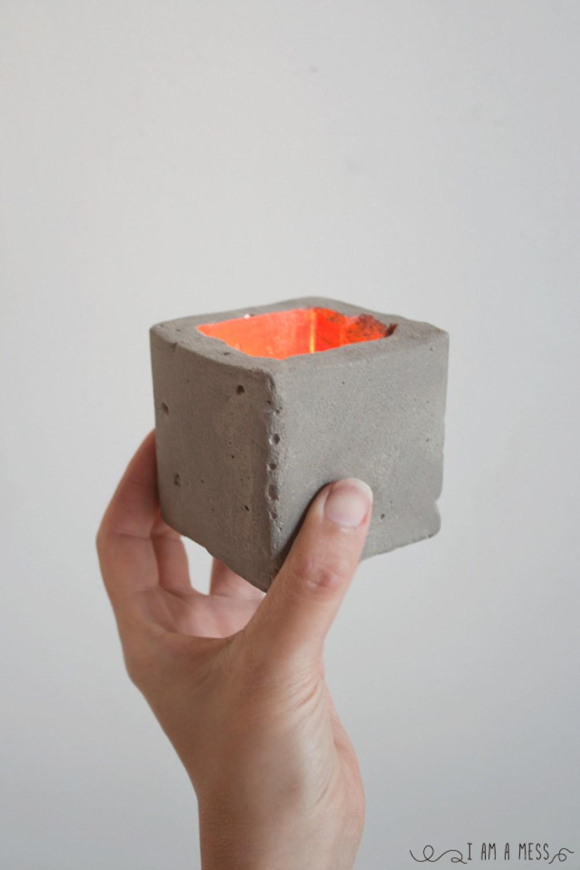 """Porta velas cemento, visto en """"I am a Mess Blog"""""""