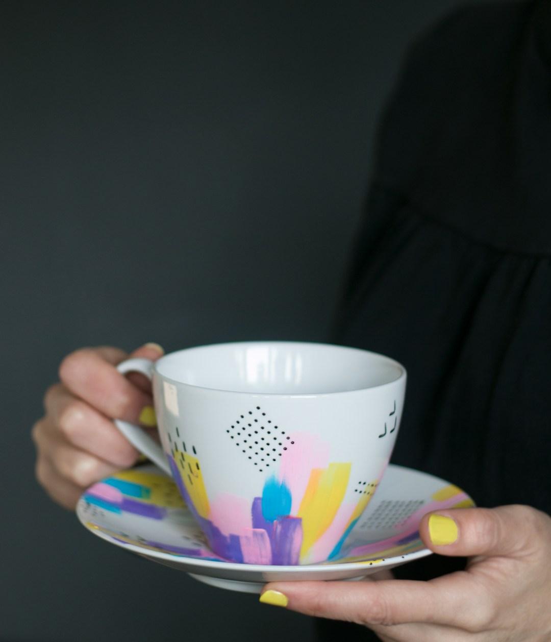 DIY decora tus tazas y aprende a pintar ceramica