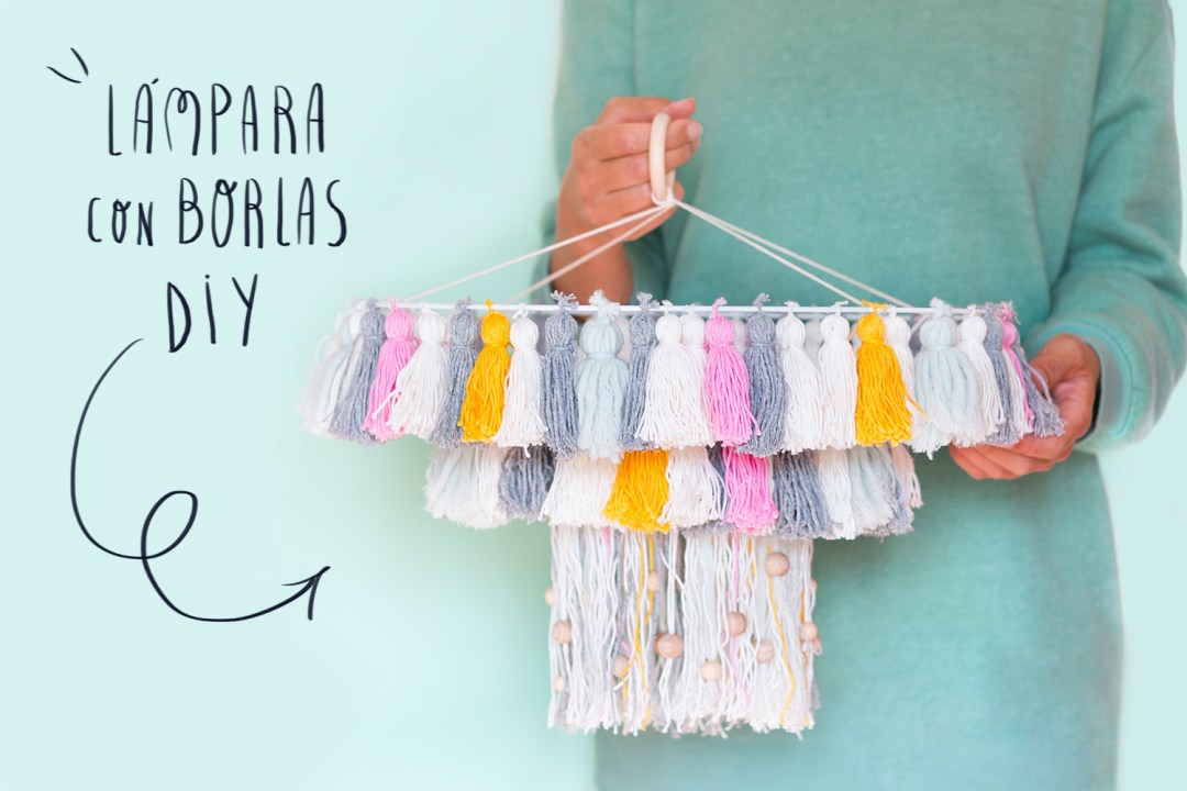 "lampara con borlas DIY, visto en ""I am a Mess Blog"""
