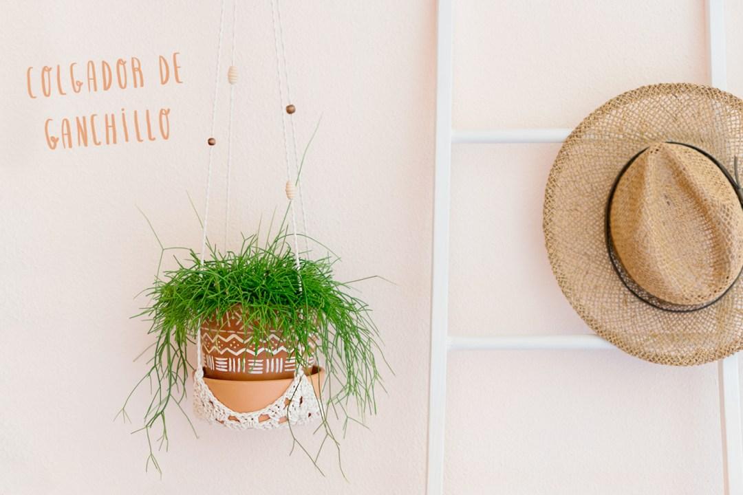 Colgador para plantas con ganchillo