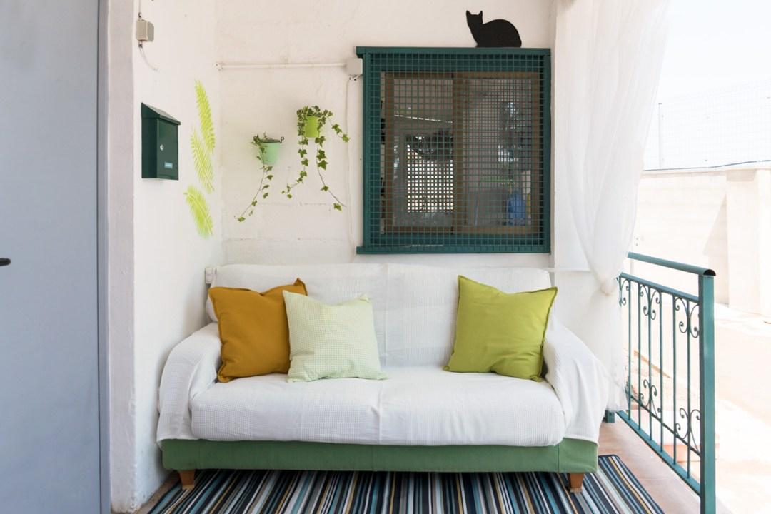 renovando la protectora de animales, zona del sofa