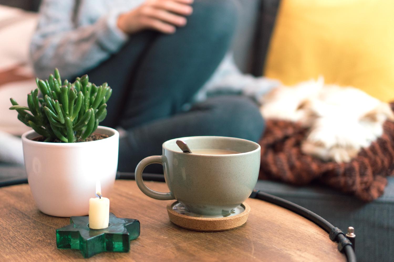 10 ideas para hacer tu casa más cálida y acogedora cuando viene el frío. Visto en