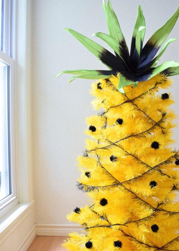 """Inspiración: Árboles de navidad amarillo. Visto en """"I am a Mess Blog"""""""