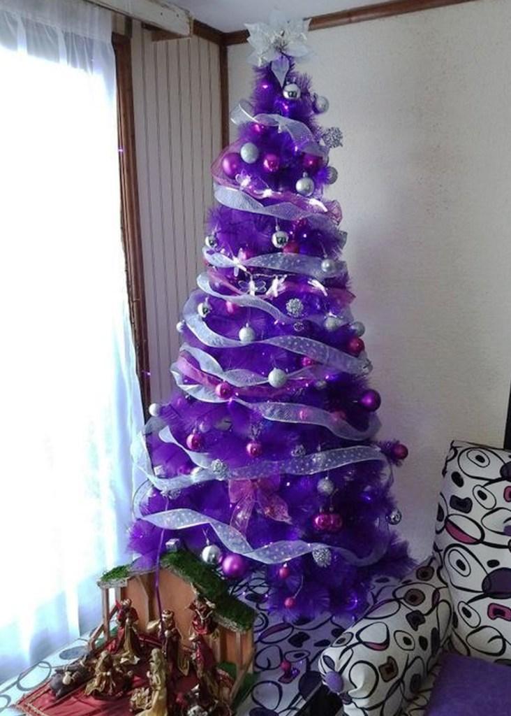 """Inspiración: Árboles de navidad morados. Visto en """"I am a Mess Blog"""""""